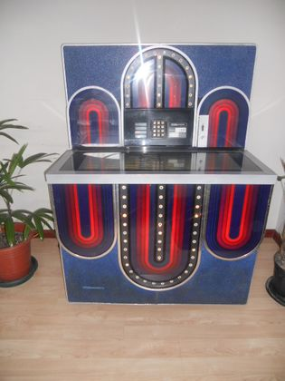 GAMIFICATION 1977 SEEBURG JUKE BOX MODEL STD4 MARDI GRAS
