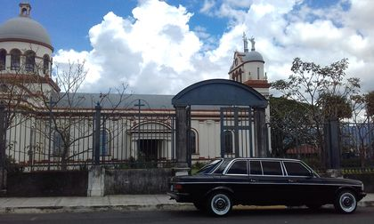 Curridabat Catedral Iglesia Catolica. COSTA RICA 300D MERCEDES LANG LIMO