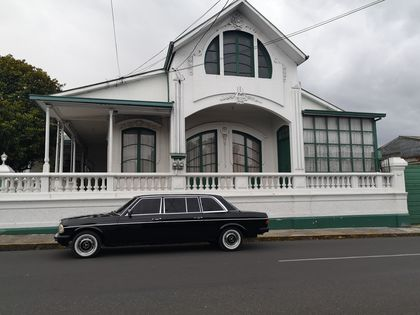 GREEN AND WHITE MANSION. CARTAGO COSTA RICA MERCEDES LIMOUSINE TRANSPORTATION