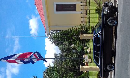 COSTA RICA FLAG WITH A MERCEDES 300D LANG LIMO
