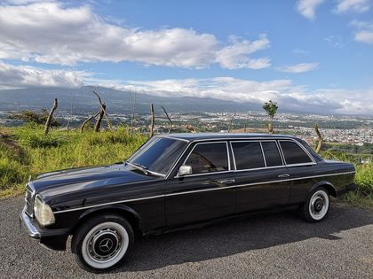 HEREDIA MOUNTAINS COSTA RICA. MERCEDES W123 300D LIMO